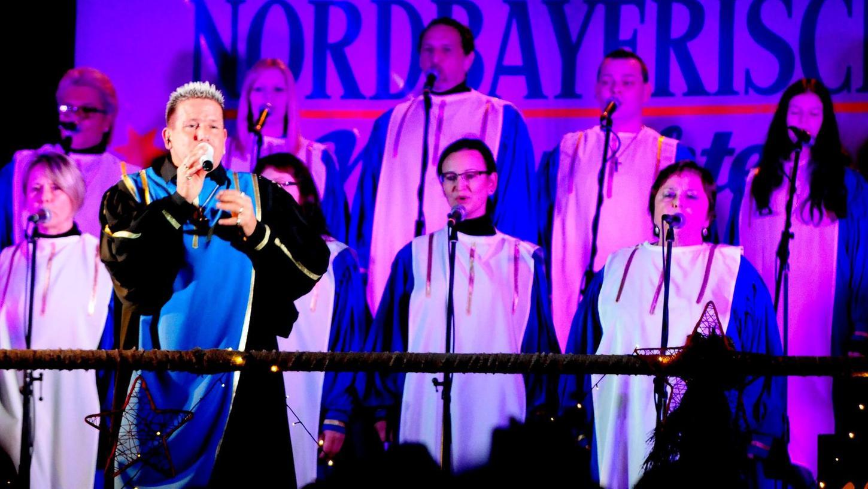 Der Golden Gospel Chor mit Frontmann Oliver Schott setzte wieder besondere Akzente auf dem Weihnachtsmarkt.