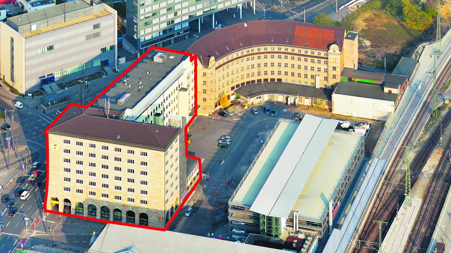 Die ehemalige Hauptpost und das Nachbargebäude aus den 1970er Jahren (rot markiert) sollen abgerissen werden. Der Rundbau oben ist denkmalgeschützt, aber er ist marode und wird entkernt.