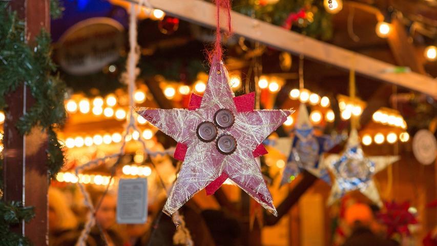Kleeblatt auf wohltätiger Mission auf dem Weihnachtsmarkt