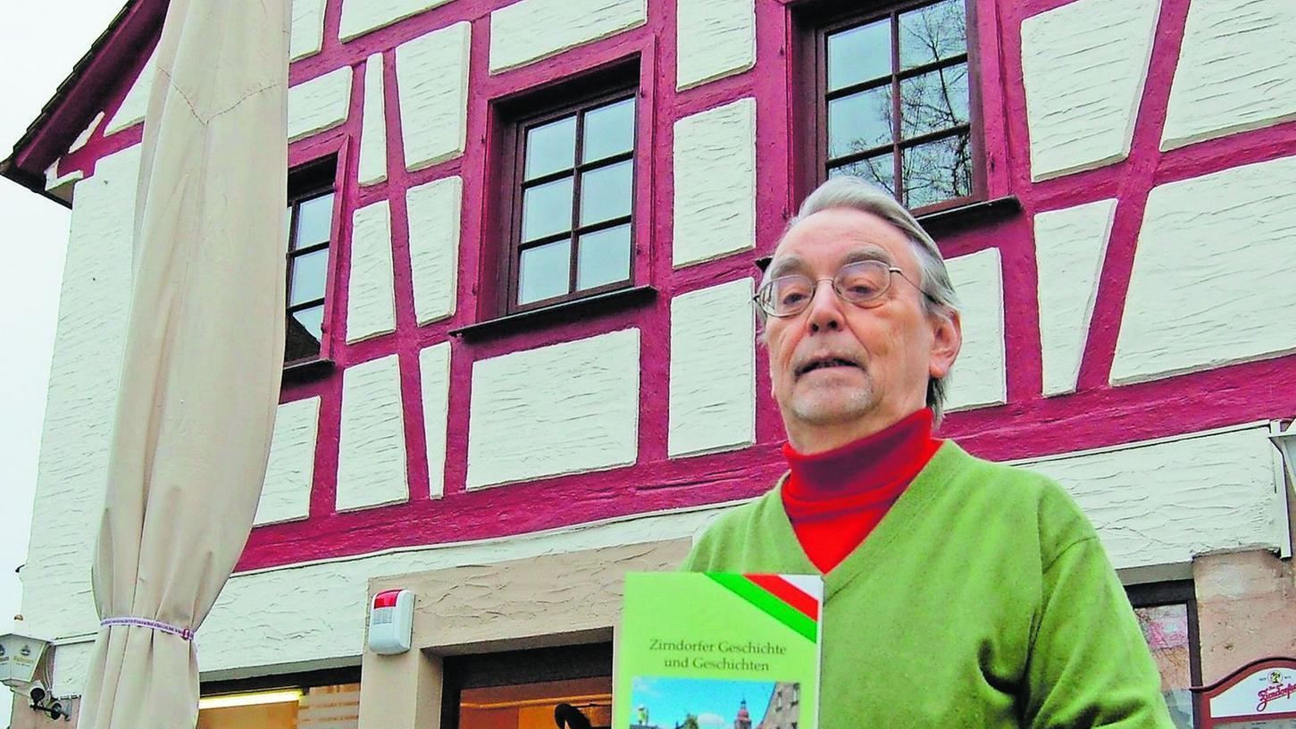 """""""Zirndorfer Geschichte und Geschichten"""" mit unterhaltsamer Note: Klaus Übler präsentiert den siebten Band der Geschichtswerkstatt."""