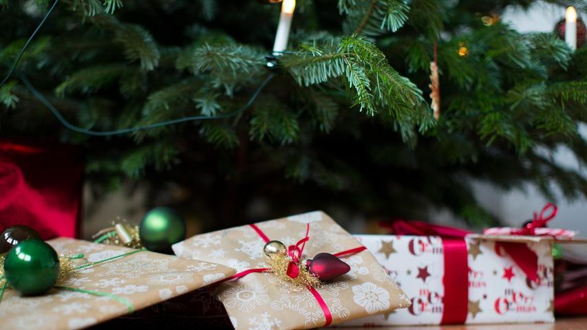 Geben ist seliger denn nehmen - nicht umsonst kennt fast jeder diesen Spruch. Es macht also durchaus Sinn, zu Weihnachten einfach mal eine Spende zu verschenken - ein sinnvolles Geschenk und mal etwas anderes. Möglichkeiten gibt es ziemlich viele, ob für den Naturliebhaber den Tierfreund oder den,   der auch mal an die denkt, die weniger haben als wir.