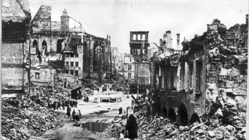 Um 19.20 Uhr am Abend des 2. Januars 1945 fielen die ersten Bomben auf Nürnberg. Mehr als 1.800 Menschen sterben bei dem Angriff, ...