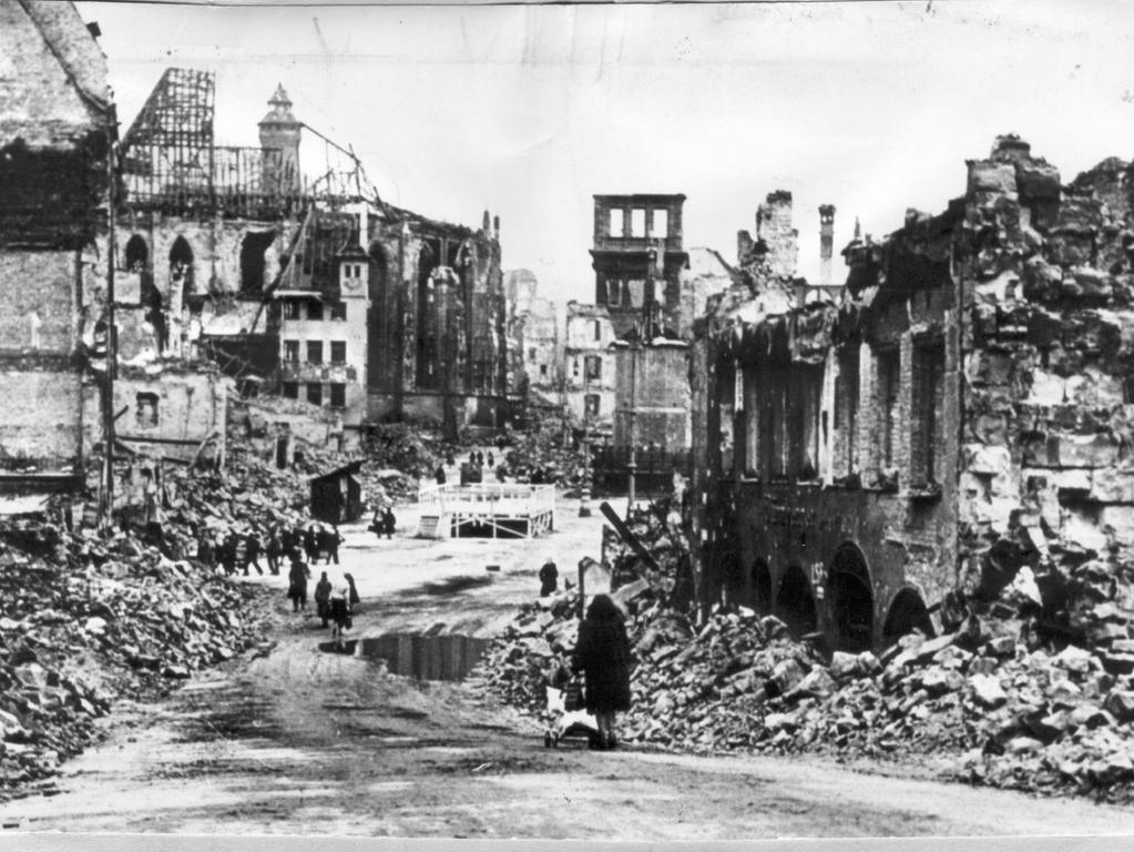 Foto: ohne Angaben Motiv: Nürnberg, Geschichte, NS, 2. Weltkrieg Kriegsende, Zerstörung, Hauptmarkt veröffentlicht 16.4.1955 und 14.12.2002 BU: