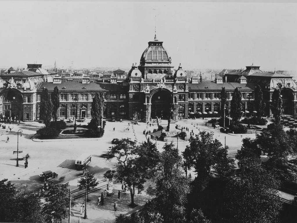 FOTO: NN /  Veröff.  MOTIV: Hauptbahnhof Nürnberg, historisch, um 1935