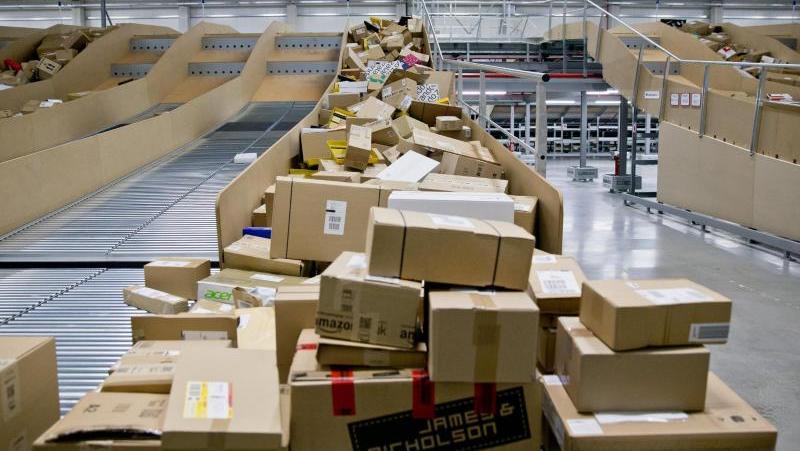 Die Paketflut vor Weihnachten ist durch Corona verschärft worden.