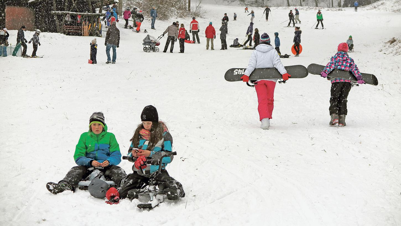 Ob mit Holz- oder Hightech-Schlitten, Snowboard ...