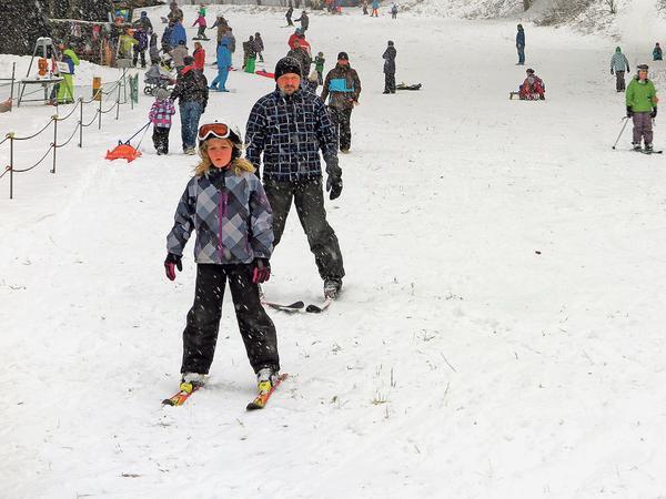 ... oder klassisch auf zwei Brettern: Rasant bergab geht es im Heumöderntal für alle großen und kleinen Wintersportler.