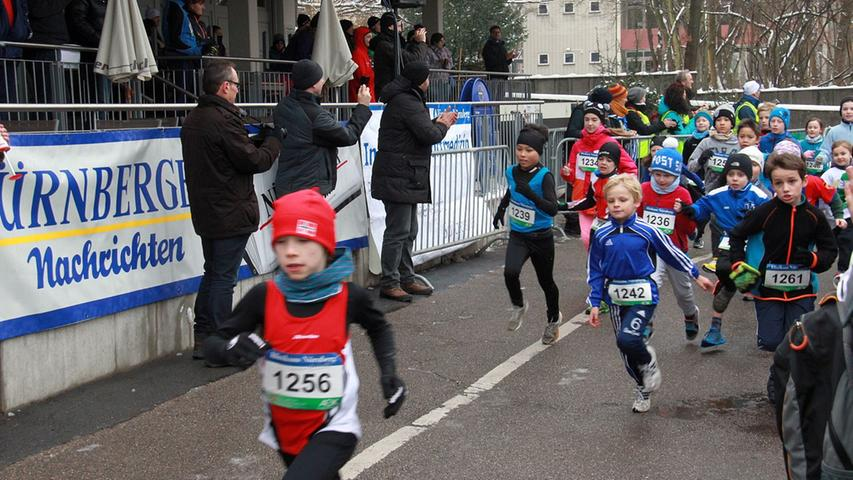 Silvesterlauf: Schüler auf der 1600 Meter Strecke