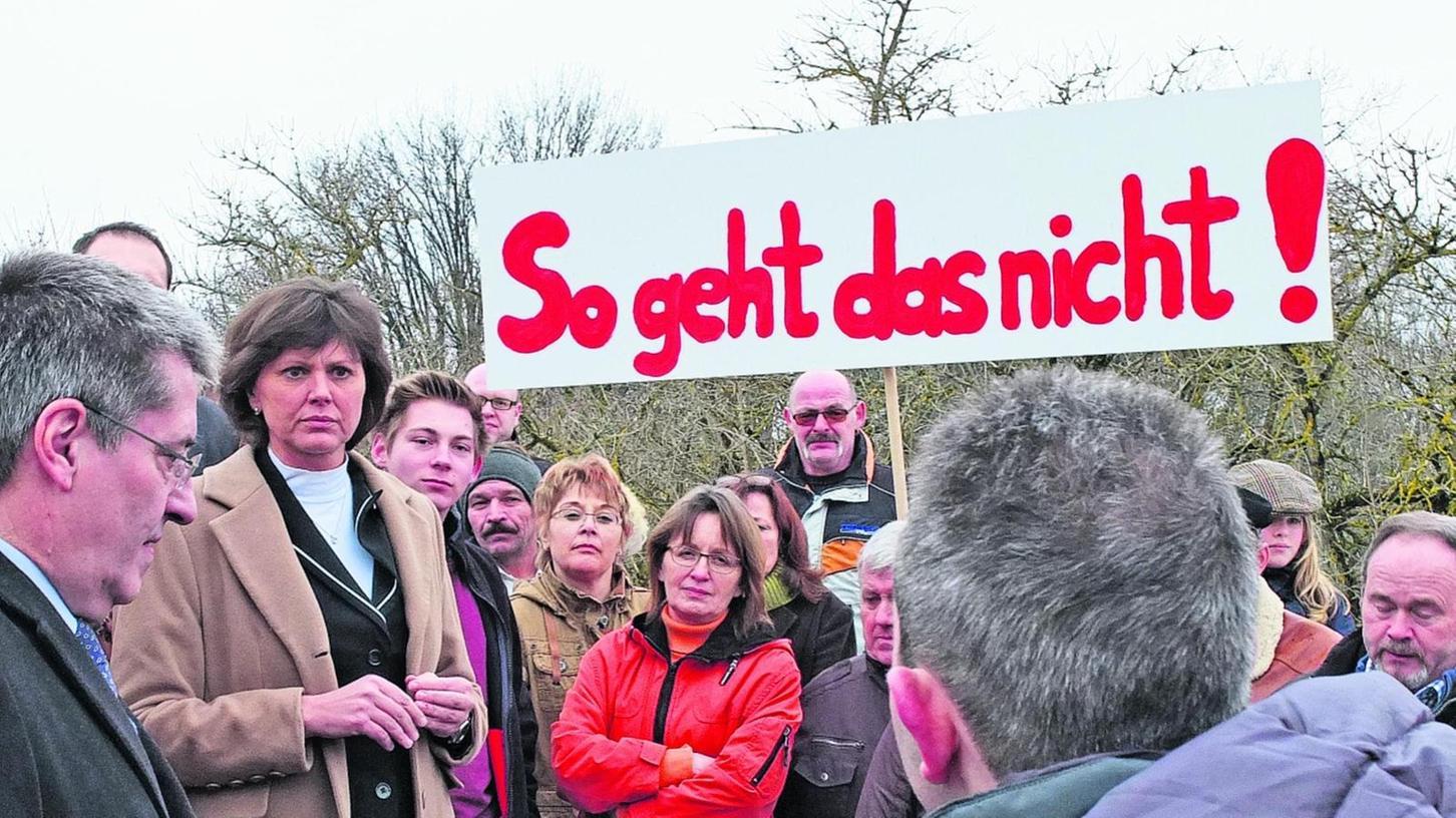 Wirtschaftsministerin Ilse Aigner besuchte eine Demonstration der Stromtrassengegner in Burgthann. Zu einer Veranstaltung am 31. Januar in Pegnitz wird sie nicht kommen.