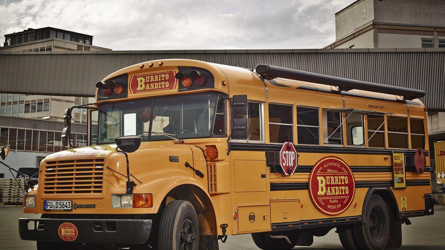 """Ein alter amerikanischer Schulbus war der """"Burrito Bandito"""" einst. Jetzt verkaufen Marc Fürle und seine Frau Heike hier seit Januar 2014 ihre Burritos."""
