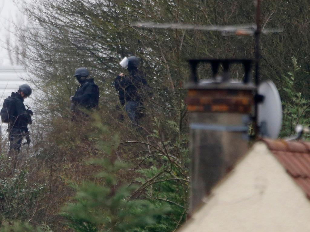 French special forces take position on a rooftop of the complex at the scene of  a hostage taking at an industrial zone in Dammartin-en-Goele, northeast of  Paris January 9, 2015. The two main suspects in the weekly satirical newspaper  Charlie Hebdo killings were sighted on Friday in the northern French town of  Dammartin-en-Goele where at least one person had been taken hostage, a police  source said. REUTERS/Pascal Rossignol (FRANCE - Tags: CRIME LAW MILITARY)