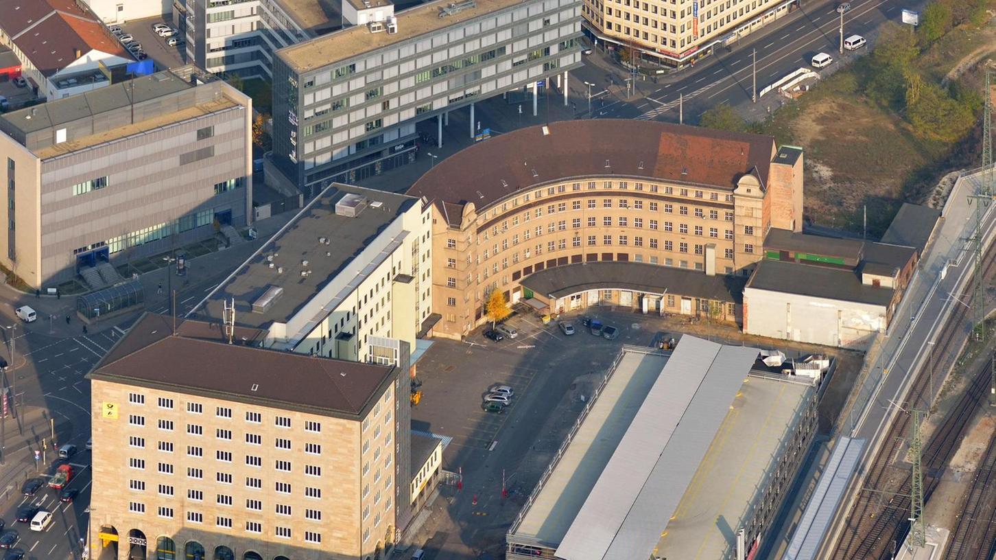 Ende des Jahres soll der Kopfbau des Postgebäudes am Hauptbahnhof abgerissen werden. So sehen es die Pläne des Münchner Immobilienentwicklers Hubert Haupt vor.