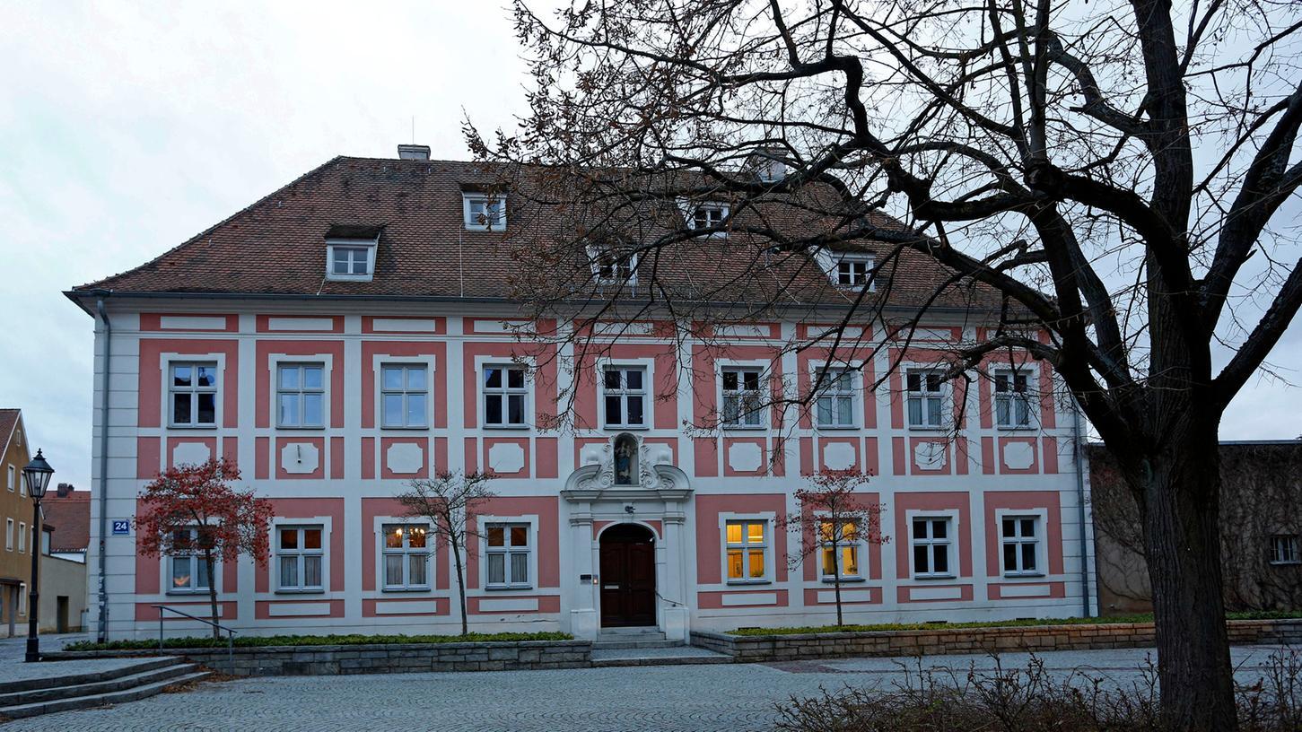 Im Pfarrhof von St. Johannes in Neumarkt soll der mutmaßliche Sexualtäter 2010 im Gespräch mit dem Opfer ein Geständnis abgelegt haben.