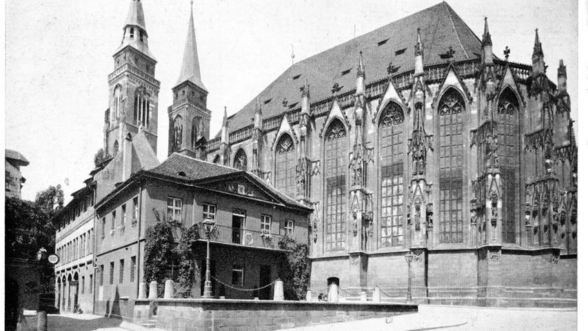 Eine historische Postkarte zeigt die Alte Hauptwache, die im Zweiten Weltkrieg zerstört worden ist. Seit weit über 50 Jahren steht dort ...