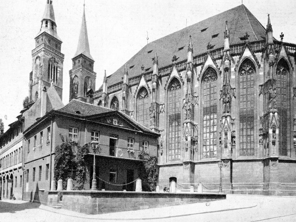 Eine historische Postkarte zeigt die Alte Hauptwache, die im Zweiten Weltkrieg zerstört worden ist.