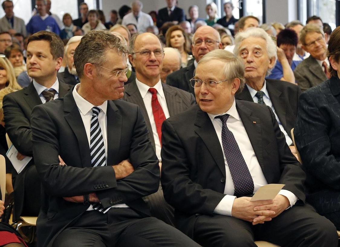 Alter Chef, neuer Chef: Harald Rittger (li.) übernimmt von Heinrich Worth die Leitung der Medizinischen Klinik 1.