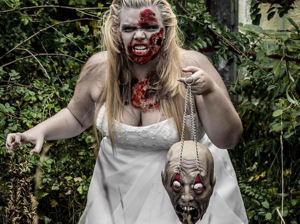 Die Halloween-Braut: Susanne Förster hat damit an ihrem Kleid