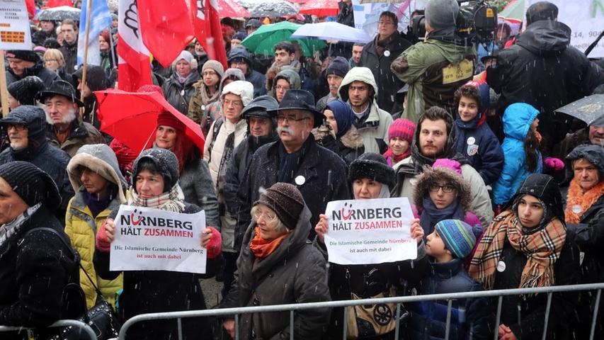 Nürnberg hält zusammen: Maly warnt bei Demo vor