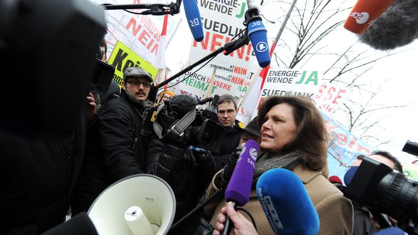 Wochenlang wurde beim Energiedialog über die Stromtrasse diskutiert, unter anderem mit Wirtschaftsministerin Ilse Aigner. Wirklich weiter gekommen sind die Verantwortlichen dabei aber auch nicht.
