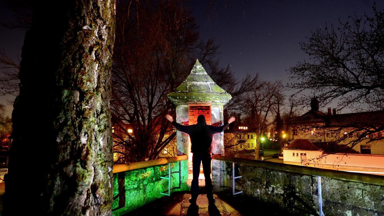 Eine halbe Minute belichtet und mit Taschenlampen und Folien beleuchtet ist dieses Foto von und mit Fabian Abbé.