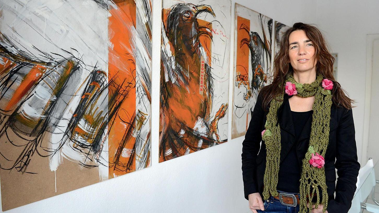 Rasanz, Heftigkeit und Leidenschaft vereint Corinna Smok in ihren Werken. Thomas Foerster präsentiert die allesamt 2014 entstandenen Vogel-Perspektiven der in Fürth lebenden Künstlerin bis Mitte April.