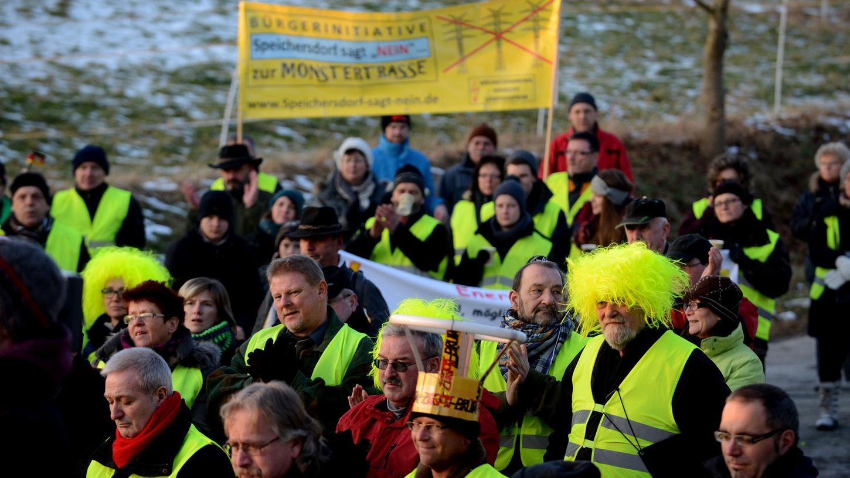 250 Raitersaicher demonstrierten am Samstag gegen die geplante Nord-Süd-Stromtrasse, die durch Franken führen soll.