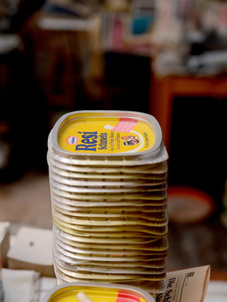 ...gesäuberte, alte Margarine-Deckel.
