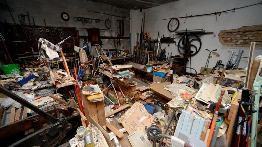 Blick in die alte Werkstatt. Der Vorbesitzer hat vieles aufgehoben, sogar...