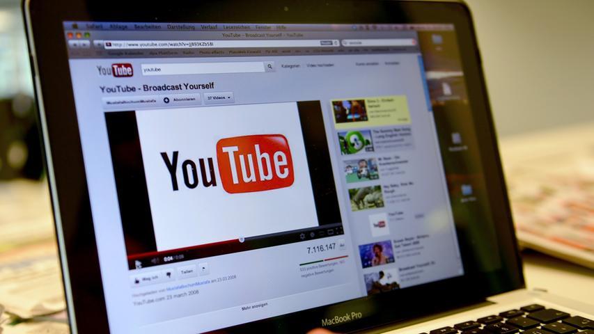 Ab dem 1. August gelten auf Online-Plattformen in Sachen Urheberrecht neue Regeln. Deutschland setzt damit eine EU-Richtlinie von 2019 um. Betreiber von Online-Plattformen können dann dafür verantwortlich gemacht werden, wenn User auf ihrer Plattform urheberrechtlich geschützte Werke veröffentlichen.