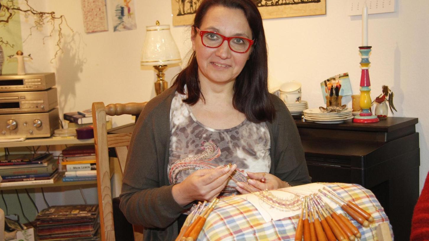 Galina Tihonova, Vorsitzende des Fränkischen Klöppelverbands, ist eine Meisterin der Spitzentechnik.
