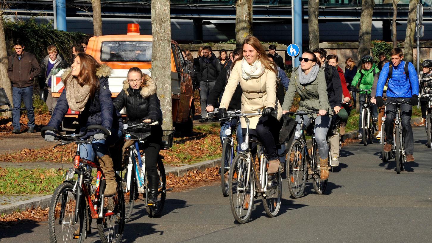 Erlanger Studenten sind gern mit dem Fahrrad unterwegs.