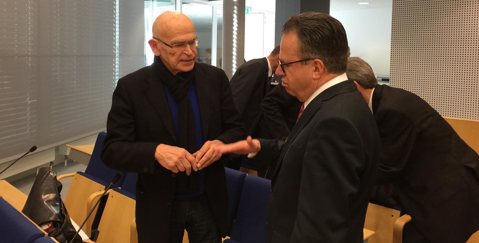 Prominenter Besuch in der Bundesagentur für Arbeit: Enthüllungsjournalist Günter Wallraff schaute bei der Pressekonferenz vorbei.