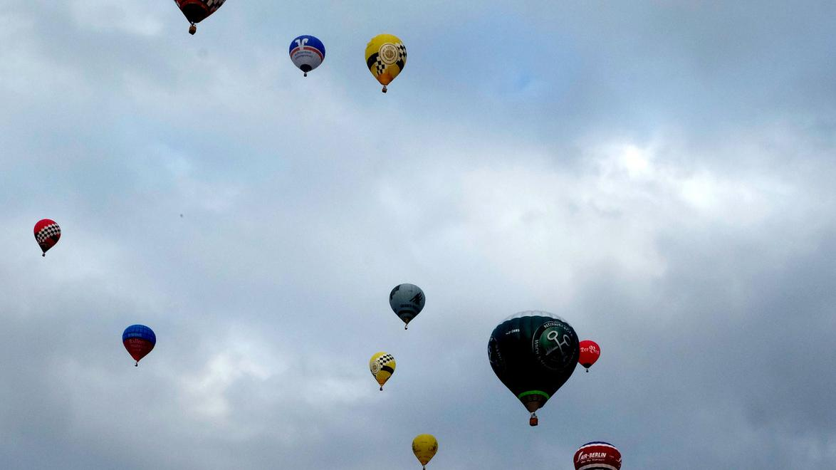 Ein spannendes Ballonrennen über den Wolken konnten Zuschauer am Samstag über Nürnberg verfolgten.
