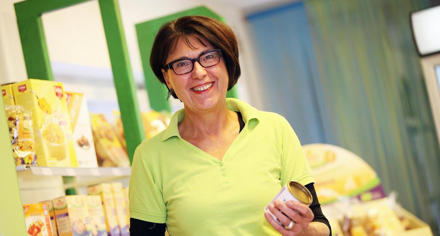 Die Betreiberin des Reformhauses, Ursula Dorweiler. Glutenfreie Nahrungsmittel sind zurzeit ebenso ein Verkaufserfolg wie Matchatee und Maqui-Beeren.