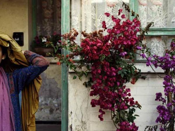 """Szene aus dem Spielfilm """"Stein der Geduld"""" (2012), der den Frauen in Afghanistan eine Stimme gibt. Foto: Verleih"""