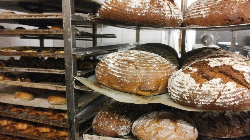 Kleiner oder großer Bäcker: Wer backt die besseren Brötchen?