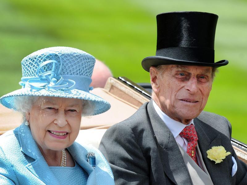 Queen Elizabeth kommt mit Ehemann Prinz Philip nach Deutschland.