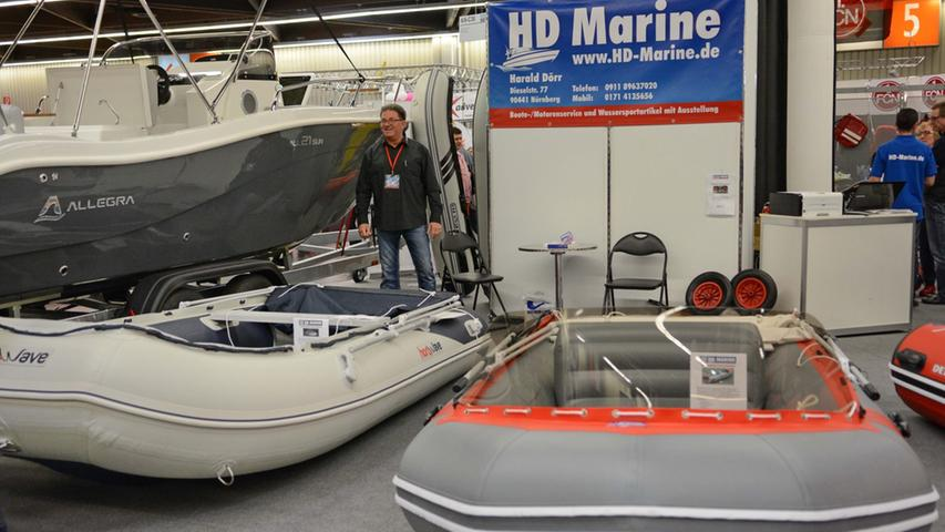 Auch Motorboote mit viel PS sind ausgestellt.