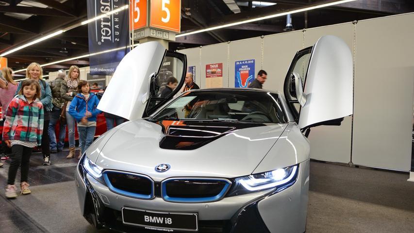 Stichwort Pferdestärken: Der sportliche Hybrid i8 aus dem Hause BMW lässt die Herzen von Autoliebhabern höher schlagen.
