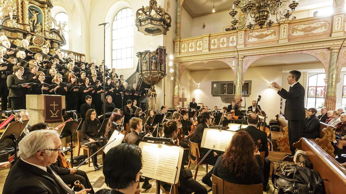 """Das Passionsoratorium """"Gethsemane und Golgatha"""" von Schneider mit der Pegnitzer Kantorei und der Vogtland-Philharmonie unter der Gesamtleitung von Jörg Fuhr."""