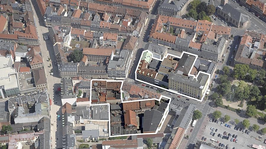 Das Luftbild zeigt — weiß umrandet — die Flächen, die für den künftigen Einkaufsschwerpunkt zur Verfügung stehen: rechts oben das Park-Hotel, links daneben Fiedler und darunter das große Wölfel-Areal.