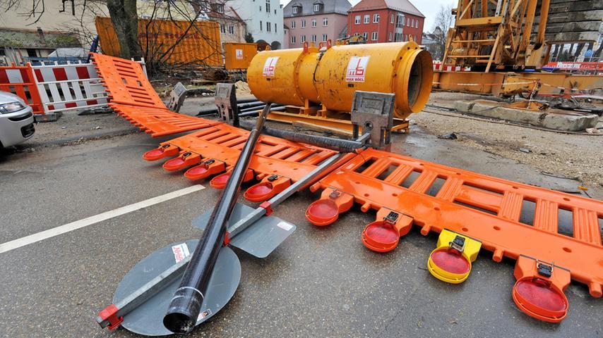 In der Mühlstraße wehte eine Sturmböe einen Bauzaun um.