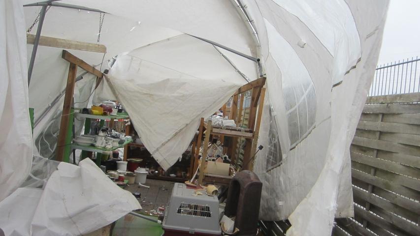 Das Fürther Tierschutzhaus steckte gerade in den Vorbereitungen für den Oster-Flohmarkt, als der Sturm ein Zelt zerstörte.