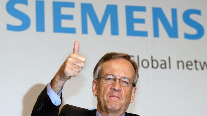 Bei Siemens selbst läuft für den Chef alles glänzend. Unter seiner Regie wird der Konzern umfassend umstrukturiert, Asien als neuer Markt erobert und die automatische Lohnerhöhung für die Führungskräfte des Konzerns abgeschafft.