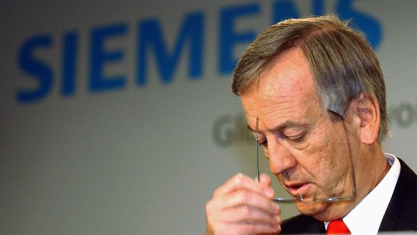 2006 kommt es ganz dick für den Konzern: Die Münchner Staatsanwaltschaft ermittelt gegen Siemens, nachdem offenbar 1,4 Milliarden Euro in dunklen Kanälen verschwunden sind. Von Pierer selbst muss sich nicht vor Gericht verantworten.