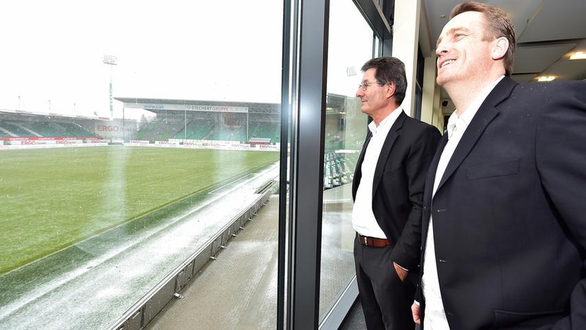 ... musste Kramer gehen. Für ihn kam in Bundesliga-Coach Mike Büskens ein weiterer Rückkehrer an den Laubenweg. Hack, aber auch ein Großteil der Kleeblatt-Fans, versprach sich davon einen positiven Effekt im Abstiegskampf. Der verpuffte in den Folgepartien aber kläglich,...