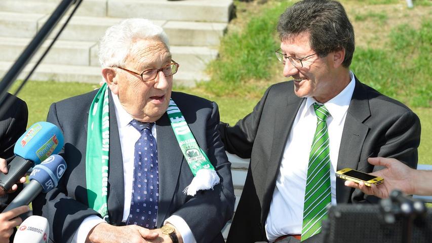 In der Bundesliga-Saison stattete einer der bekanntesten Kleeblatt-Fans Helmut Hack einen Besuch ab. Der ehemalige US-amerikanische Außenminister Henry Kissinger kam nach Fürth, im Stadion wurde sogar ein Statement von ihm verlesen. Doch es nützte alles nichts, sang- und klanglos stiegen die Fürther nach nur einem Jahr wieder ab.