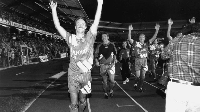 Parallel widmete Hack sein Leben dem Dorfklub TSV Vestenbergsgreuth, den er von der C-Klasse bis in die Regionalliga pushte. Zweifellos das Highlight der Vereinsgeschichte: Das 1:0 im DFB-Pokal gegen den FC Bayern München im August 1994.
