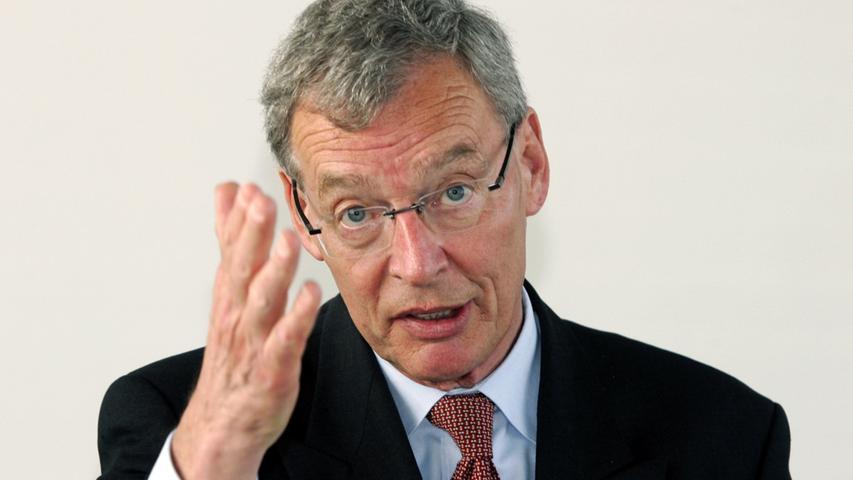 Mit der verhängten Geldbuße endet für von Pierer 2009 die Schmiergeldaffaire. Da hat er sich längst von Siemens verabschiedet. Sein Nachfolger als Aufsichtsratsvorsitzender wird Gerhard Cromme, der bislang in gleicher Position bei ThyssenKrupp beschäftigt war. Und von Pierer?