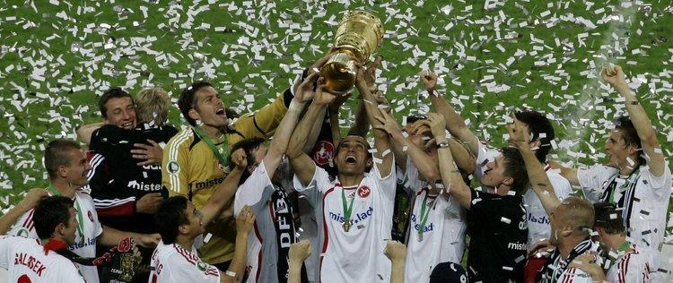 Doch nach jedem Ab gab es für den 1. FC Nürnberg auch wieder ein Auf. Der Club pendelte zwischen erster und zweiter Liga, bis im Herbst 2005 Hans Meyer das Traineramt beim am Boden liegenden Tabellenletzten von Wolfgang Wolf übernahm. Unter Meyer spielte der
